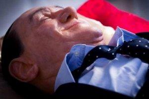 """В римской галерее """"убили"""" Берлускони"""