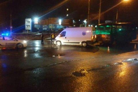 """У Хмельницькому зіткнулися """"карета"""" швидкої допомоги і автобус з пасажирами"""