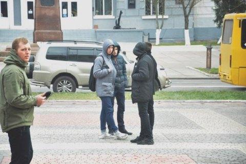 """Депутат от """"Оппоблока"""" откусил ухо лидеру """"Азова"""" в Херсоне"""