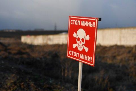 За время войны на Донбассе от мин погибли 977 гражданских, 1528 - получили ранения