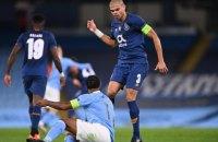 """Капитан """"Порту"""" в матче Лиги чемпионов намеренно ударил коленом лежащего капитана """"Манчестер Сити"""""""