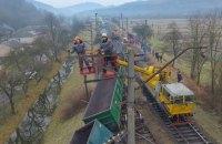 Грузовой поезд сошел с рельсов в Закарпатской области