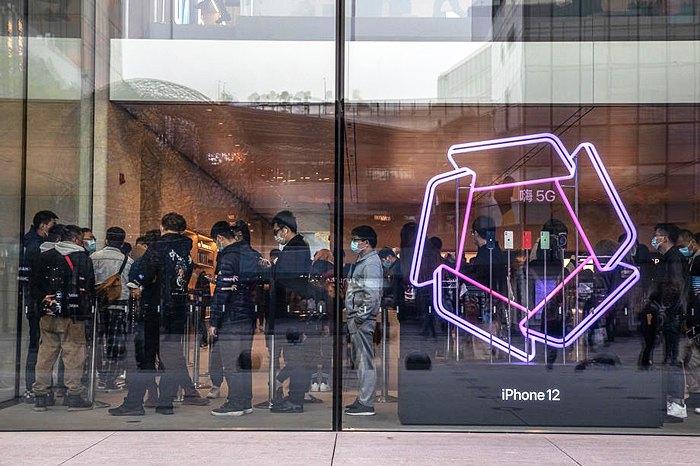 Очередь в магазин Apple в Пекине, Китай, 16 ноября 2020 г.