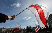 У Мінську затримали спортивного журналіста за біло-червоний шарф в авто