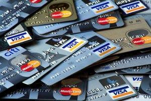С кредиток украинцев за год украли 11 млн грн
