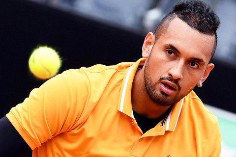 На Мастерсе в Риме теннисист по ходу матча со злости сломал ракетку, выбросил стул на корт и снялся с игры