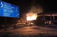 В Херсонской области грузовик врезался в АЗС и загорелся
