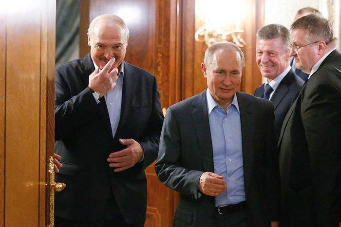 Президент Беларуси Александр Лукашенко и президент РФ Владимир Путин после переговоров на черноморском курорте Сочи, 7 февраля 2020