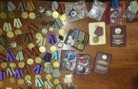 Украинец пытался вывезти в Россию более 70 медалей и орденов в протезах ног