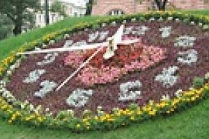 В Киеве заканчиваются работы по установке цветочных часов