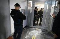 Прихильники Філарета увірвалися в київський суд, від них забарикадувалися стільцями (оновлено)
