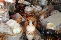Луценко показав вази і картини, знайдені у Клюєва