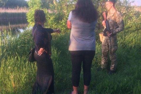 Две женщины на лодке приплыли из России в Луганскую область