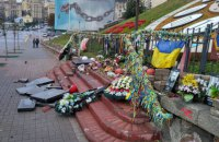 Прокуратура опровергла освобождение мужчины, разбившего памятник Небесной сотне в Киеве