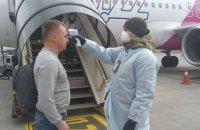 """В аэропорту """"Киев"""" начали измерять температуру у прибывающих из Италии пассажиров"""
