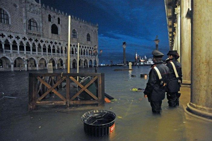 Наслідки паводку у Венеції