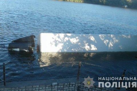 Водій втопив фуру з посилками в Херсонській області