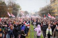 В Минске проходит очередной протестный марш, в Лиде силовики применили газ (обновлено)