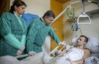 Порошенко проведал героя АТО в клинике в Дрездене