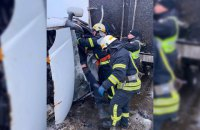 На Дніпропетровщині внаслідок зіткнення вантажівок загинув чоловік