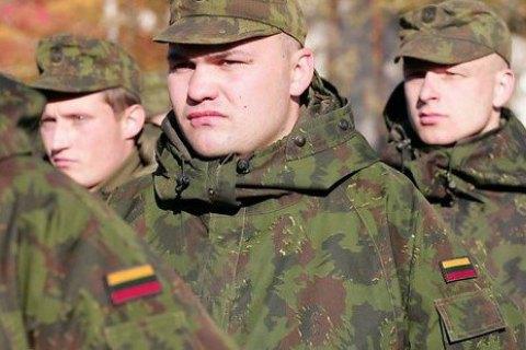 Литва утвердила постоянный призыв в армию