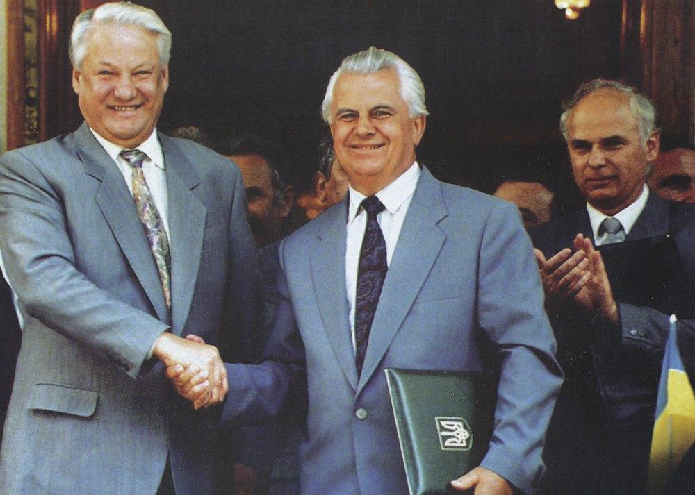 Президенти України і Росії Леонід Кравчук і Борис Єльцин після церемонії підписання угоди про Чорноморський флот. Ялта, 3 серпня 1992