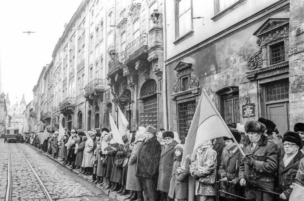 Живий ланцюг на вулицях Львова 21 січня 1990 року.