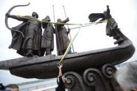 В Киеве открыли отреставрированный памятник основателям города