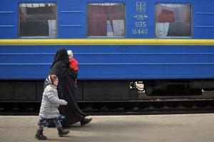 """Потяги до Криму затримуються через перевірки місцевої """"самооборони"""", - """"Укрзалізниця"""""""