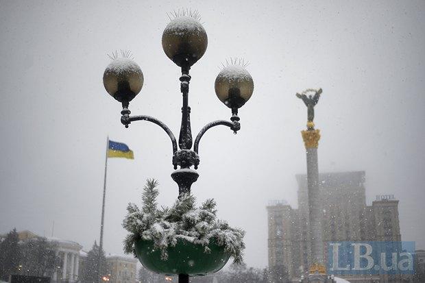 Улица, фонарь, монумент Независимости