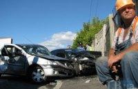 ДТП в Киеве: две легковушки столкнулись и влетели в лобовое стекло грузовика, погиб мужчина