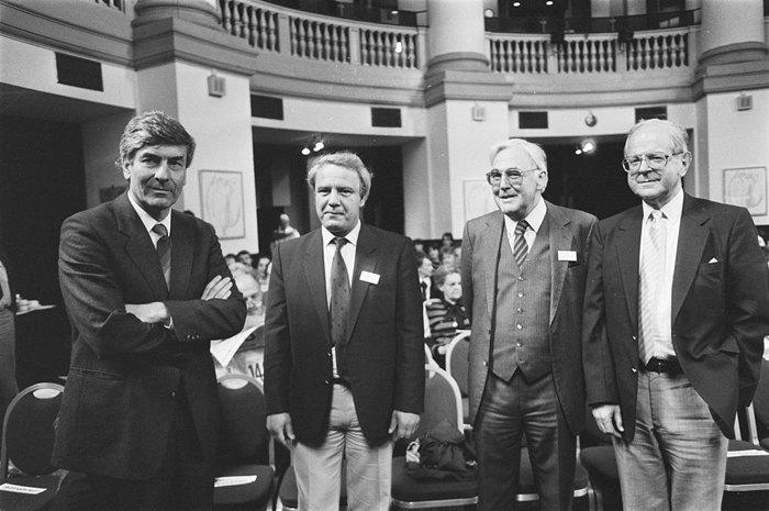 Буковский (второй слева) на Пятом сахаровском конгрессе в Амстердаме в 1987 году