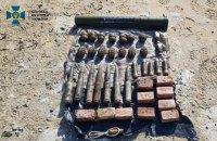 На Луганщині СБУ виявила два схрони з гранатами та вибухівкою, закладених диверсантами у 2014-му