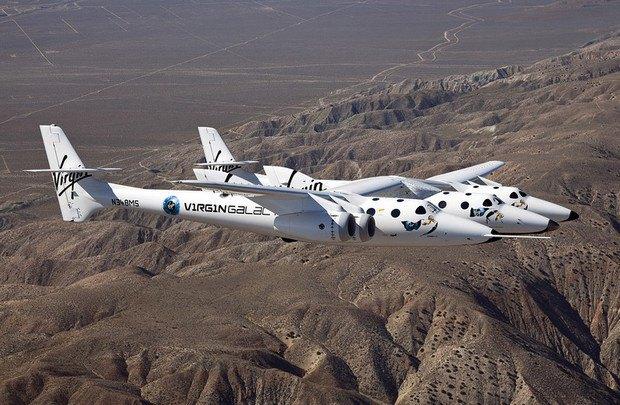 SpaceShipTwo на самолете-носителе