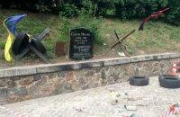 """""""Європейська Солідарність"""" заявила, що відновить розбитий пам'ятник Нігояну"""
