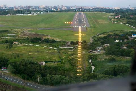 """Аеропорт """"Жуляни"""" закриється на 10 днів у травні"""