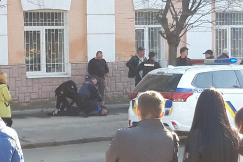 В Полтаве мужчина устроил стрельбу в центре города после конфликта в маршрутке