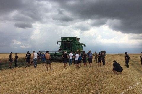 В Одеській області військові та фермери зчепилися через землю