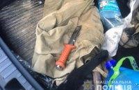 В Києві в урядовому кварталі затримали чоловіка з пістолетом та ножем