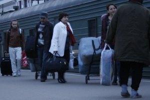 Из-за кризиса заробитчане забирают детей из Украины за границу