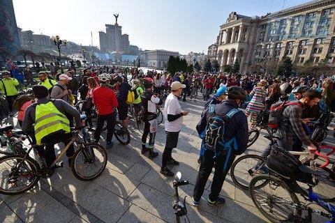 """В Киеве провели флешмоб """"на работу на велосипеде"""""""