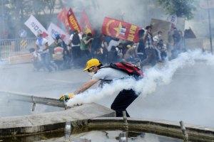 В Турции произошли новые столкновения демонстрантов с полицией