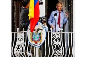 Ассанж может провести в посольстве Эквадора год
