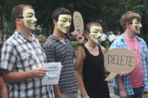 В Івано-Франківську люди в масках Гая Фокса пікетували офіс ПР