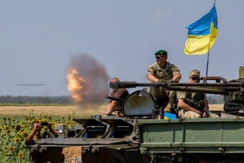 Бойовики здійснили 24 обстріли на Донбасі у п'ятницю, поранено військового
