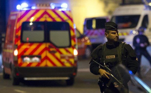 Полицейский возле Стад де Франс