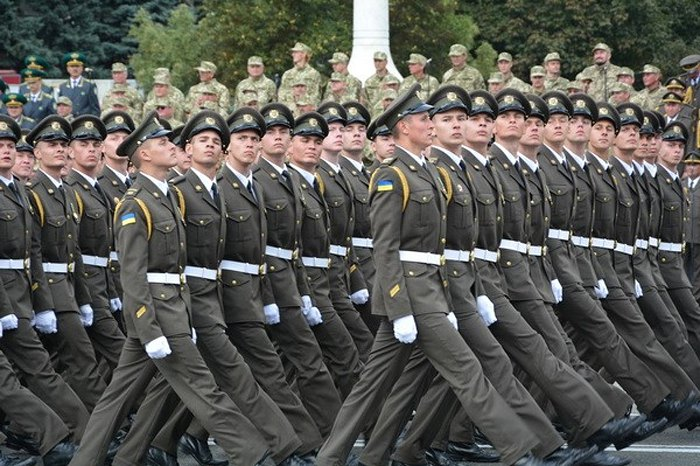 Курсанти та офіцери Національної академії СБУ пройшли маршем під час святкування річниці Дня Незалежності України, 28 серпня 2017.