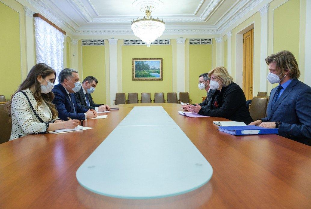 Зустріч заступника керівника Офісу президента України Ігоря Жовкви (другий ліворуч) з комісаром Ради Європи з прав людини Дунею Міятович (друга праворуч)