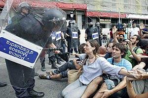 Испанские власти резиновыми пулями разогнали протестующую молодежь