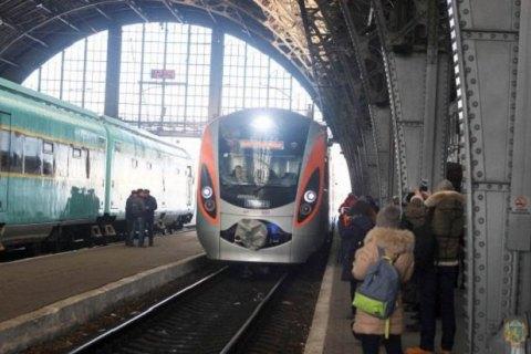 Кабмін спростив проходження митниці для пасажирів поїзда Київ - Перемишль